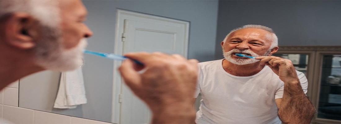 Как возраст влияет на здоровье зубов